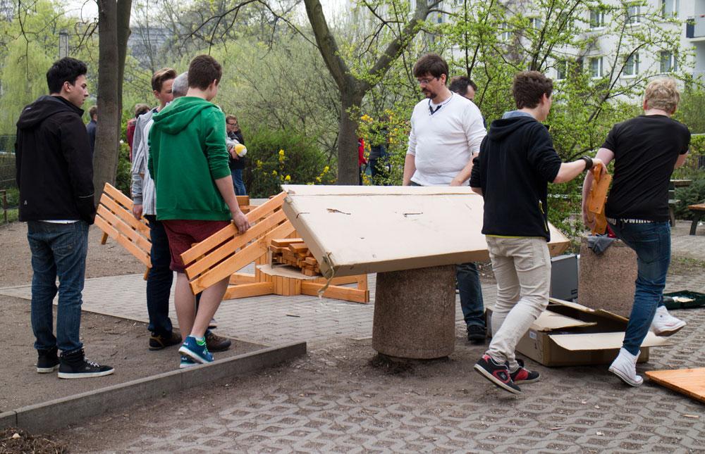 fr hjahrsputz in der schule am 04 april 2014 f rderverein oberschule t v rheinland leipzig e v. Black Bedroom Furniture Sets. Home Design Ideas